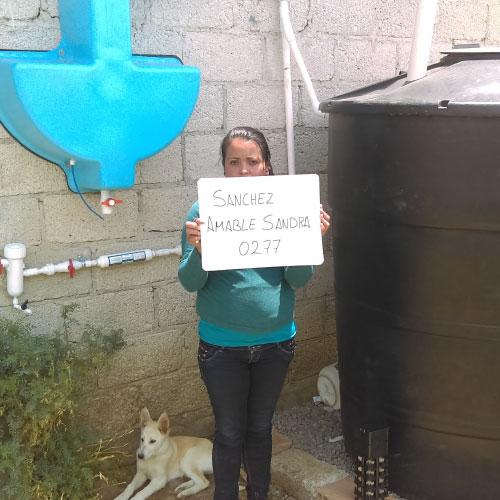 envirocool beneficia a las familias con agua potable en su hogar